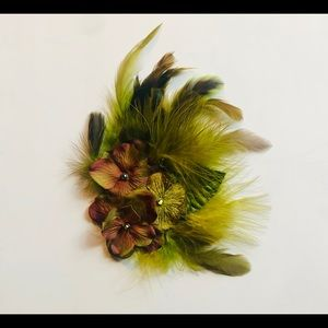 Vintage feather hair clip/fascinator